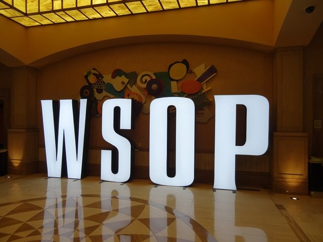 2015 WSOP MAIN EVENT: MIT GARANTIERTEN 1000 BEZAHLTEN PLÄTZEN